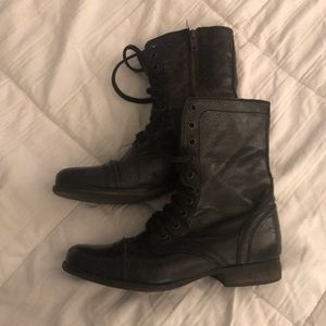 Black Steve Madden Troopa boots